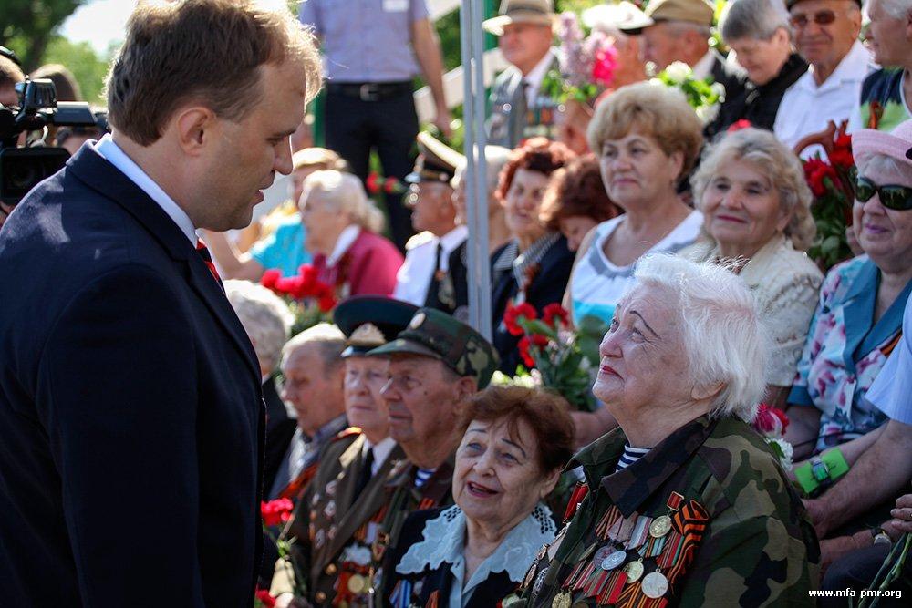 Президент ПМР принял участие в церемонии возложения цветов, приуроченной ко Дню Победы
