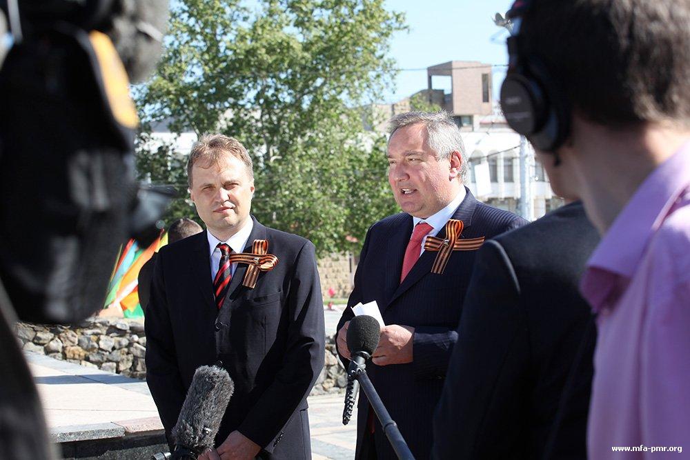 Евгений Шевчук и Дмитрий Рогозин пообщались с журналистами