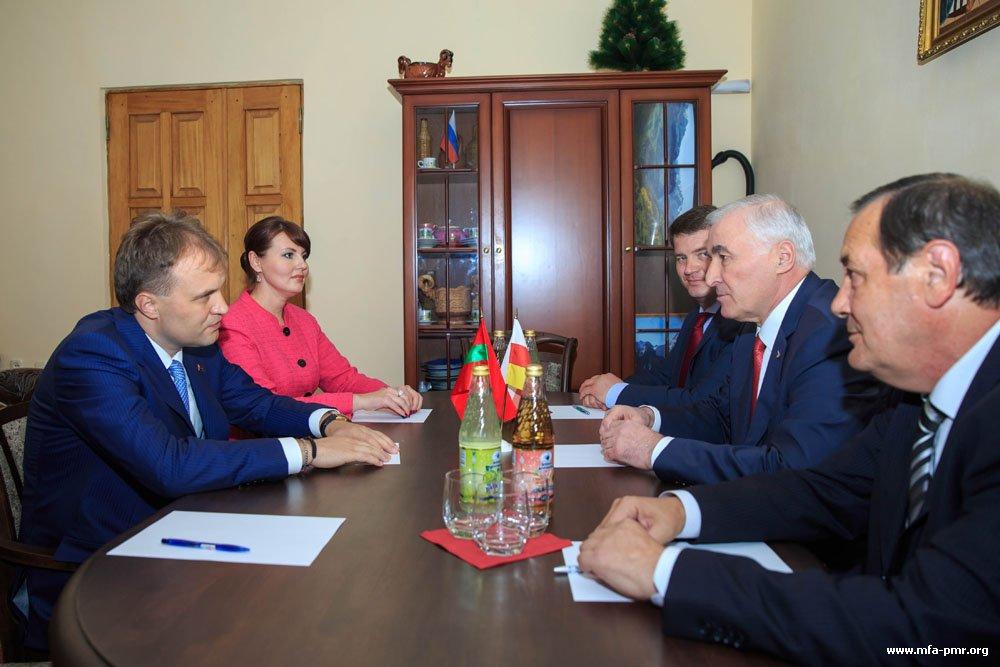 Evgeny Shevchuk and Leonid Tibilov Meet in Sukhum