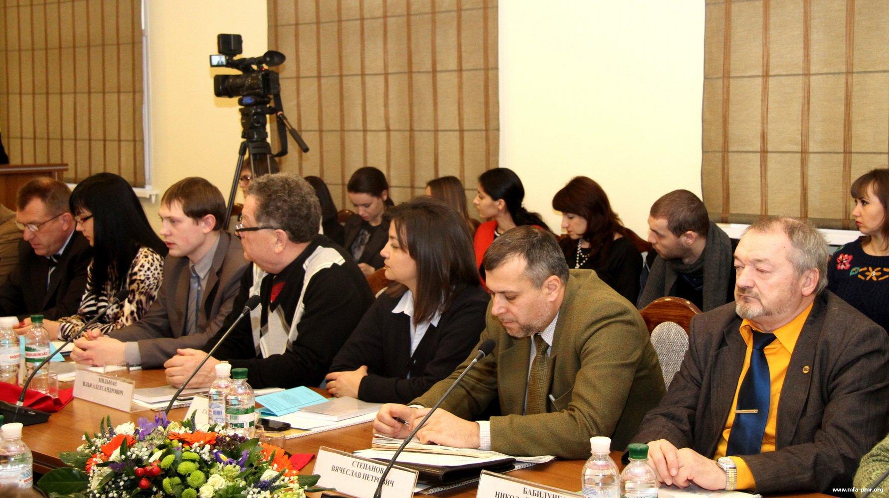 Перспективы применения федерального законодательства Российской Федерации в Приднестровье обсудили на круглом столе с участием российских экспертов и руководства республики
