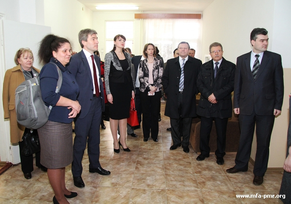 TODAY, TWO SCHOOLS, MOLDOVAN LANGUAGE OF TUITION AND ROMANIAN LANGUAGE OF TUITION, HOSTED THE NEGOTIATORS